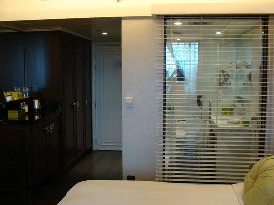Moevenpick Hotel Hanoi: chambre et salle de bain