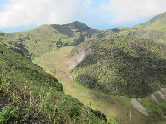Paradise Beach Hotel: La Soufriere Volcano, trip through hotel