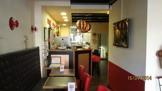 Anco Hotel: Vista de la recepción/bar hacia adentro