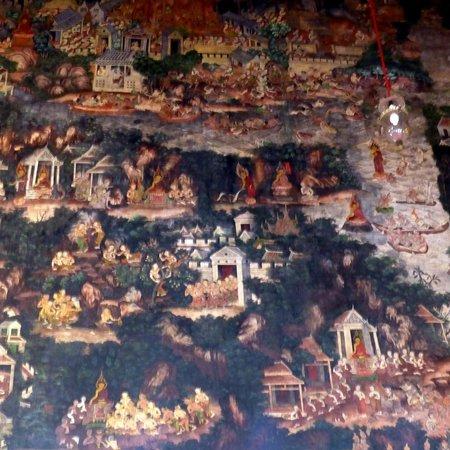 Wat Suthat: Nice wall murals