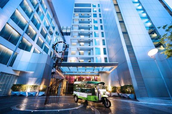 Radisson Suites Bangkok Sukhumvit: Radission Suites Bangkok Sukhumvit - Includes Free Tuk Tuk Shuttle Service