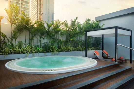 Radisson Suites Bangkok Sukhumvit : Radission Suites Bangkok Rooftop Jacuzzi