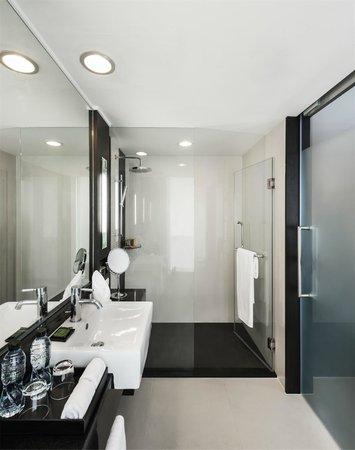 Radisson Suites Bangkok Sukhumvit : Superior King Bathroom