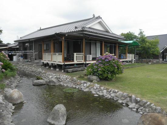 Minshuku Seseragi : せせらぎの周りを名水百選の水が流れるの小川