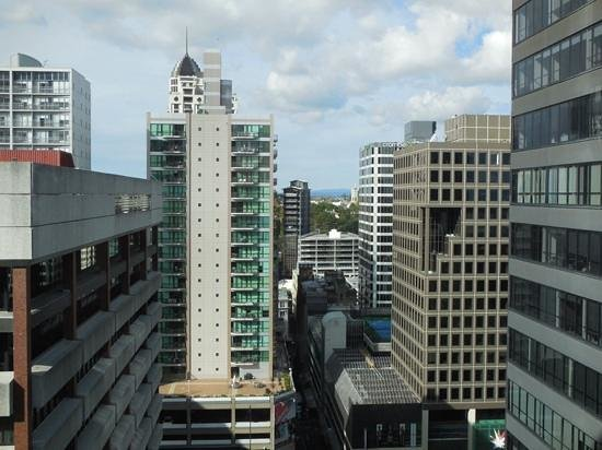 Rydges Auckland: 13 floor room view