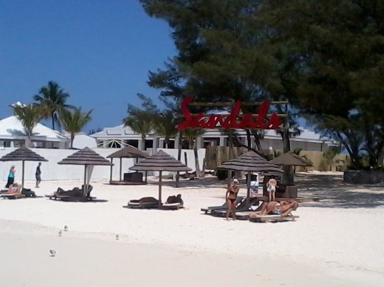 Sandals Royal Bahamian Spa Resort & Offshore Island: Lounge Area on the Beach
