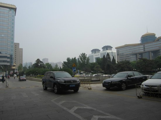 Beijing International Hotel: View from the door entrance