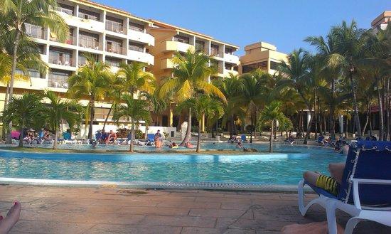 """Sol Sirenas Coral Resort: """"центр"""" отельного комплекса"""