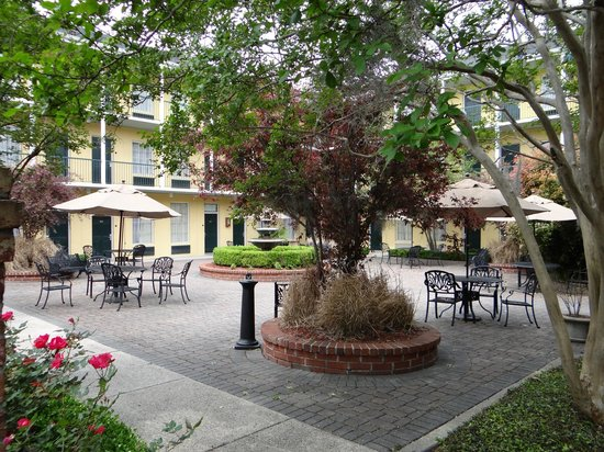 Quality Inn & Suites Maison St. Charles: Courtyard