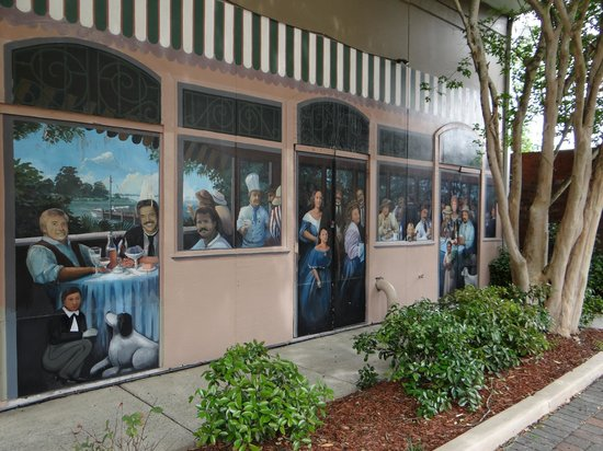 Quality Inn & Suites Maison St. Charles: Some of the grounds murals.