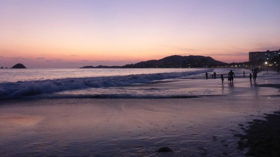 Sunscape Dorado Pacifico Ixtapa: lovely sunsets on this beach