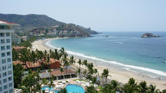 Sunscape Dorado Pacifico Ixtapa: View from our other balcony