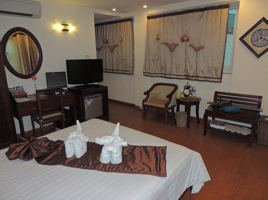 Hanoi Charming 2 Hotel: SUITE ROOM