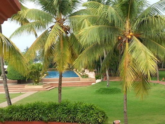 Kenilworth Resort & Spa: Another view of the swimming pool