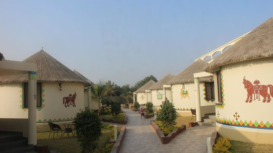 Hotel SevenSky: outside view of poolside huts