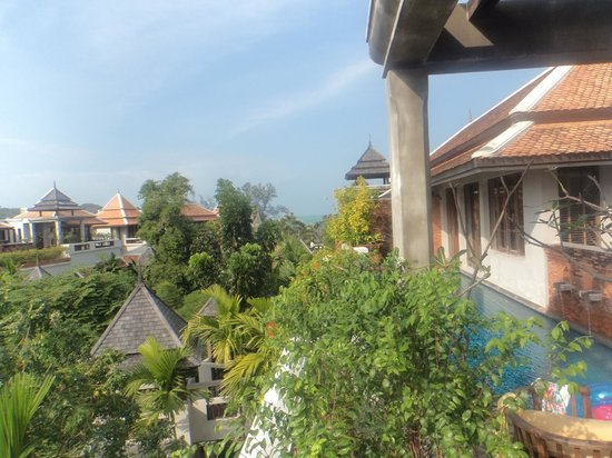 Royal Muang Samui Villas: View towards the beach from our balcony