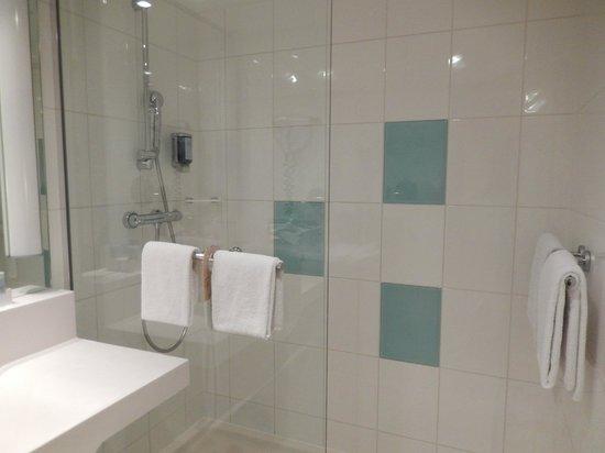 Novotel Muenchen Airport: Bathroom