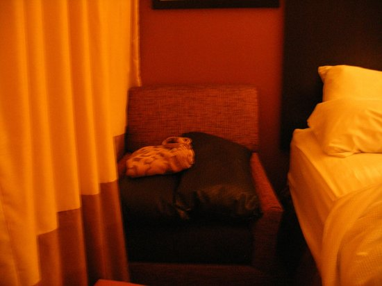 The Park Inn by Radisson Salt Lake City – Midvale: Chair crammed into a corner