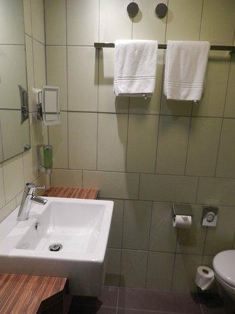 Sorell Hotel Ador: Bathroom