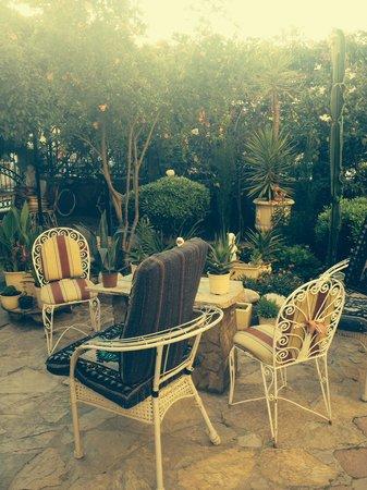 Anna Aparthotel: Garden area