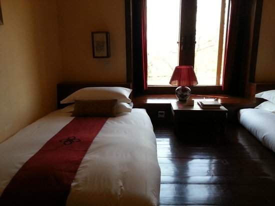 Songtsam Retreat at Shangri la - MGallery Collection: Nice comfortable bed on a wooden platform.