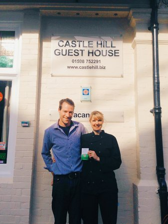 Castle Hill Guest House: The Accommodating Hosts Proudly Holding a Trip Advisor Pin