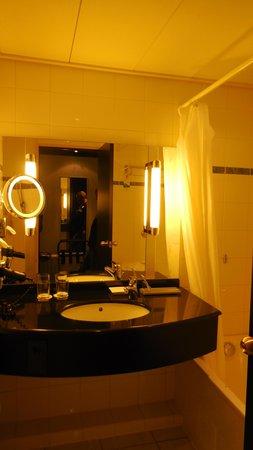Radisson Blu Hotel Amsterdam Airport: badkamer
