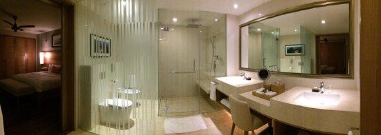 The Taaras Beach & Spa Resort: Bathroom