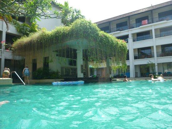 Banthai Beach Resort Spa Pool Bar