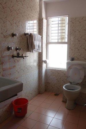 Trekkers' Home: bathroom(Triple room)