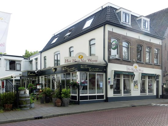 Hotel Het Hart van Weesp: Hotel on a typically wet day