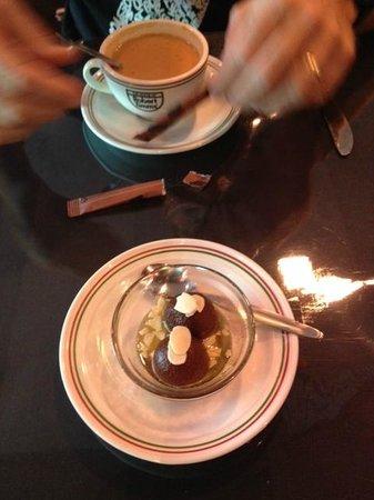 Spice Lounge: Chai and gulab jamun