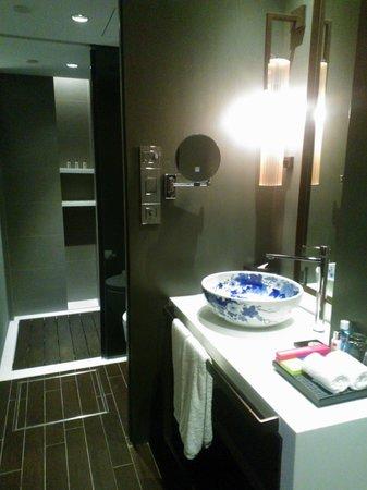 AMOY by Far East Hospitality: Photo of bathroom