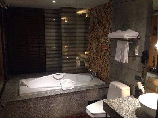 The Fusion Suites Bangkok : La salle de bain