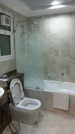 Al Nawras Hotel Apartments: Bathroom