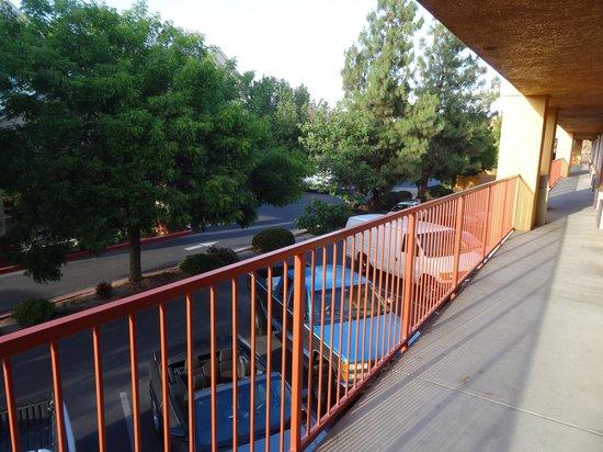 Quality Inn Fresno Near University: Вид со второго этожа