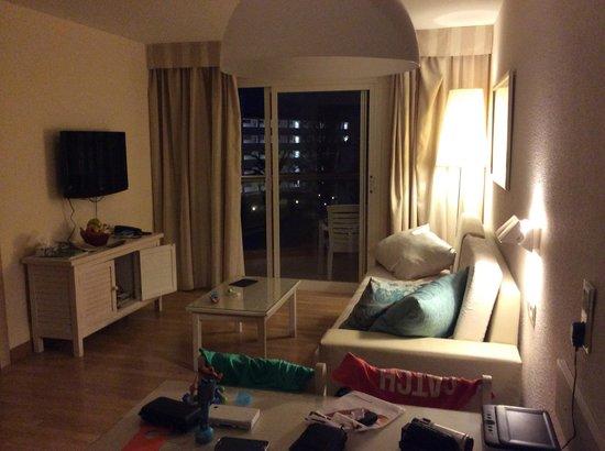 Viva Sunrise: Premium Room, seating side
