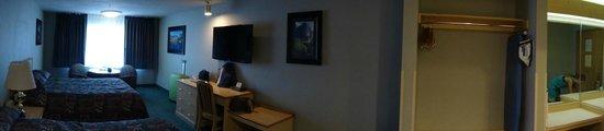 Yosemite Southgate Hotel & Suites : Camera e bagno