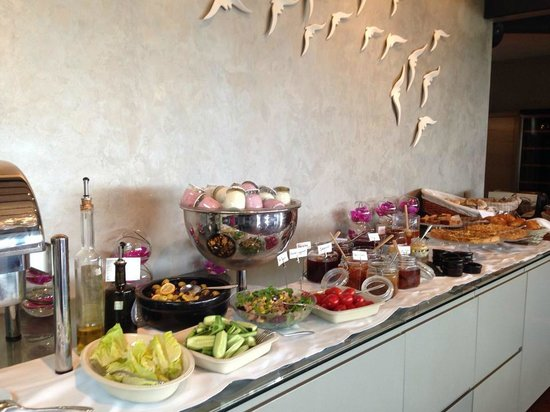 Tomtom Suites: Morgen Buffet