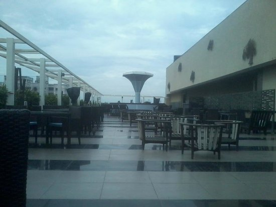 Restaurant picture of park plaza kolkata ballygunge for Terrace on the park restaurant