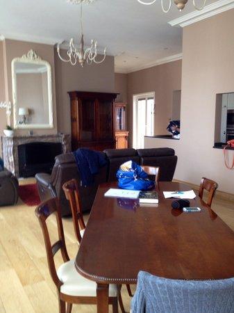 House of Seasons: Living area