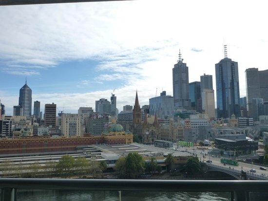 Quay West Suites Melbourne: View of city