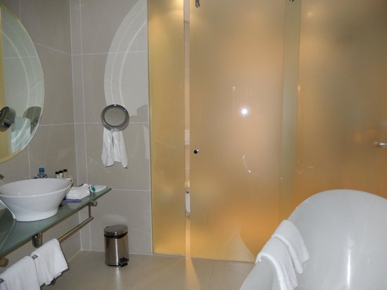 Tribe Hotel: lack of privacy in the toilet