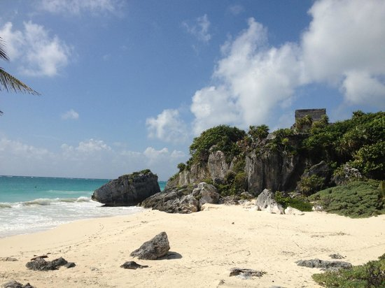 Maya-Ruinen von Tulum: Small protected cove. Home to nesting sea turtles and the original Spanish landing in Mexico.