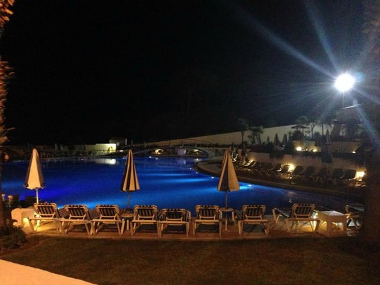 Grand Muthu Oura View Beach Club: Pool by night