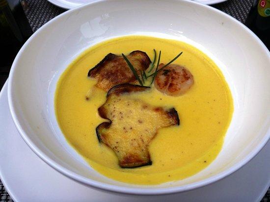 Lesic Dimitri : St.Jacques with cauliflower & saffron cream