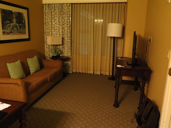 Embassy Suites by Hilton Savannah: Living room
