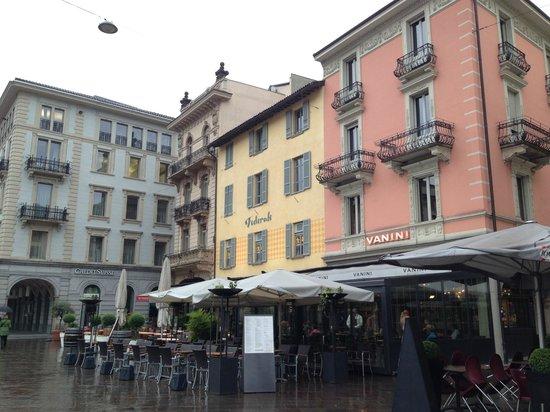 Piazza della Riforma diverse Restaurants