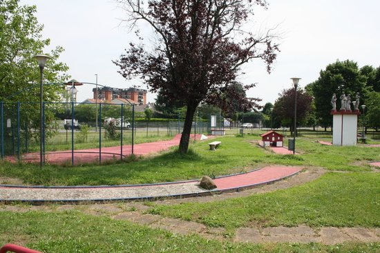 Paderno Dugnano, Italia: altre piste di minigolf