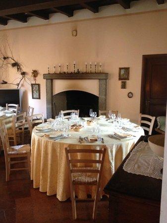 Tenuta Roverbella : Saletta con camino